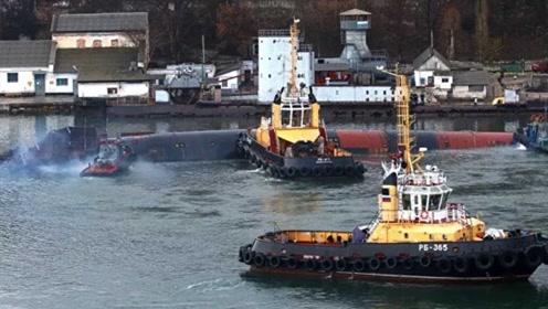 """继俄""""独苗""""航母失火后 潜艇又在船厂里翻了 俄海军:我太难了"""