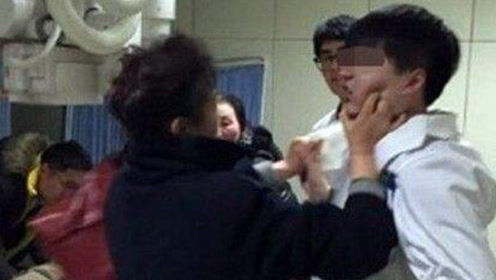 广东40岁产妇生下健康宝宝,老公却对医生大打出手,医生也很无奈