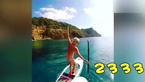 二货妹子划船 几下就把自己弄到水里了