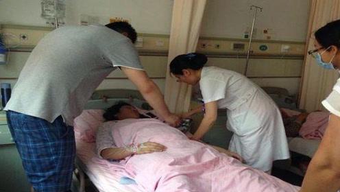 老婆刚生完孩子,老公进产房只看老婆不看孩子,两人突然拥抱大哭
