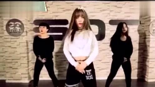 李小璐跳舞视频突然上热搜 跳BIGBANG热门曲目超有韩范