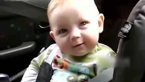 超可爱宝宝,困成这样还不忘耍帅,萌化了一家人!