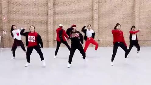 韩国妹子的集体舞蹈表演,跳的超级赞!