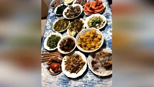 李晨陪范冰冰回家过年,冰冰爸妈做15个菜招待准女婿