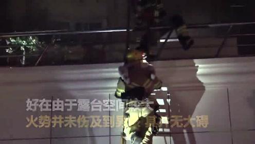 清晨住家突然起火 小男孩在二楼露台呼喊求救