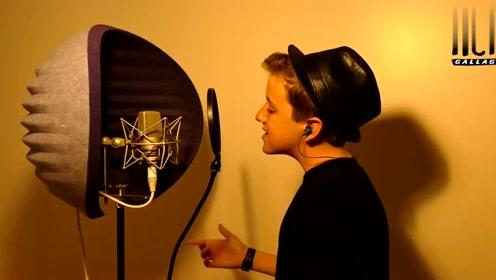 《英国达人秀》上12岁小男孩深情演唱,嗓音真个性,太好听了