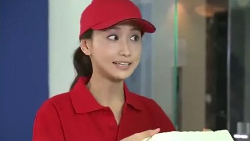 妻子送盒饭到公司给员工吃,结果坐电梯时看到做经理的丈夫