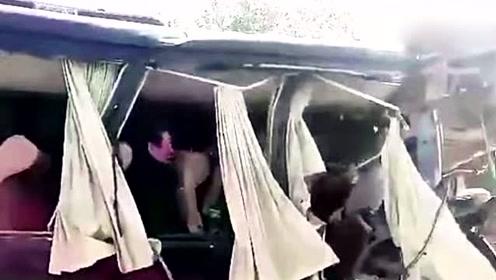 辽宁突发车祸!客车追尾大货车致3人不幸死亡8人受伤送医