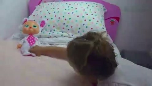 熊孩子给宝宝们讲睡前故事 真是个有爱的小姑娘呀 萌娃 晚安