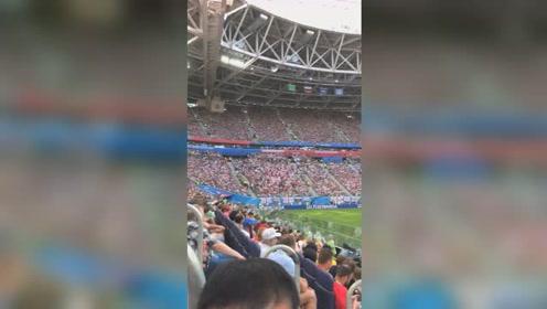 这场比赛来了这么多观众,赛场座无虚席