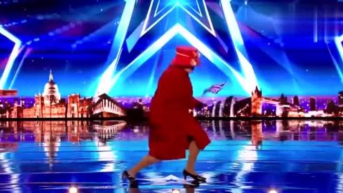 她的露面让所有人都傻了,从没见过来头这么大的选手,舞蹈太搞笑了