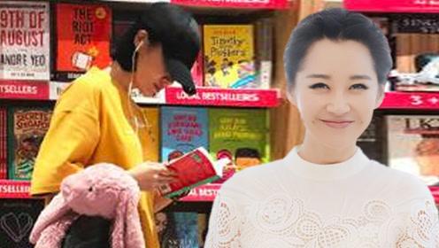 49岁许晴素颜现身书店 知道她看的书后觉得不可思议!