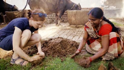 法国美女在印度亲手搅屎,还顺便用屎盖了房子