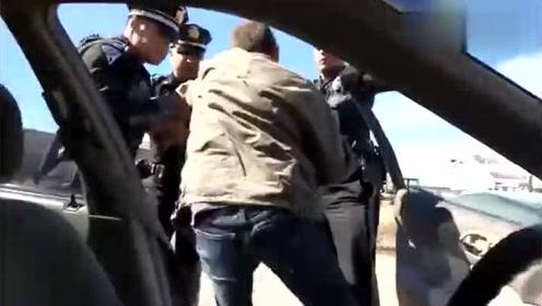 美国开车遇到了警察少啰嗦,他们可能会不客气地上来这么干