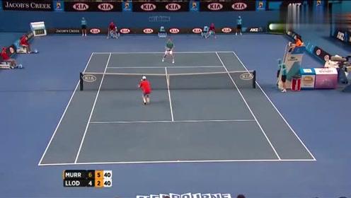 """网球打成这样!一个大写的""""服""""字,两人都躺倒在地!"""