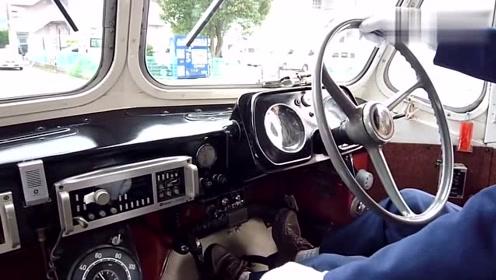 司机驾驶1965年生产的五十铃客车,这看上去就有一定的年代感了