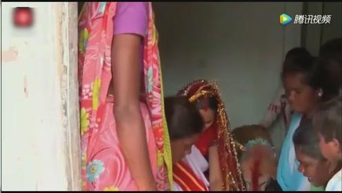 印度18岁漂亮少女被疑带来厄运,被迫与一条狗结婚