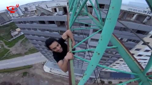 小伙塔吊吊臂上倒挂自拍 无任何保护措施看得人胆战心惊
