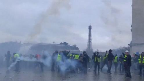 巴黎8000人再度走上街头抗议 遭警方催泪瓦斯和水炮驱散