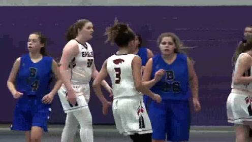 """高中的女子篮球比赛,看看细节,会打球的都懂谁是""""大心脏"""""""