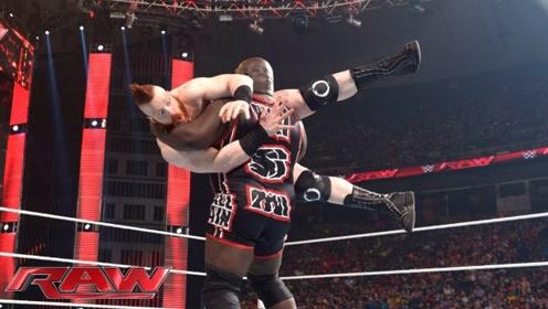 WWE马克亨利阻击大白鲨,刚开始就出狠招,无奈大白鲨这一招太狠