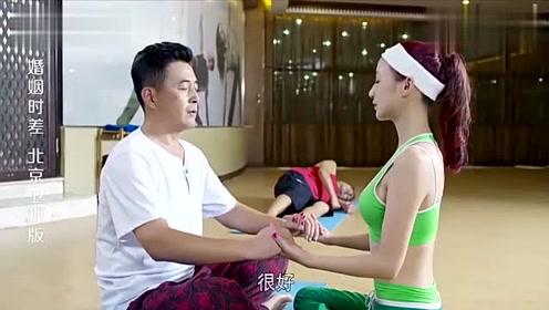 美女是总裁的私人健身教练,教他各个动作亲力亲为,真是个好教练