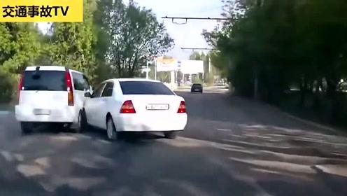 两车相撞后,面包车翻滚了一圈