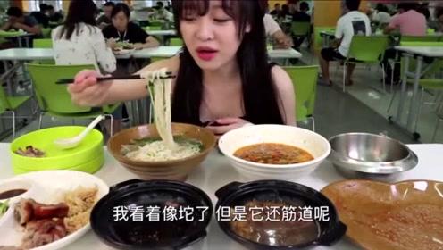 吃播大胃王:mini爱上了这个碗,还要扣在胸前顺走,太逗了