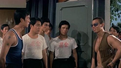 日本游客口出狂言,说中国功夫是花拳绣腿,看馆主怎样收拾他们!