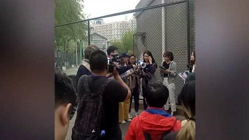 杜海涛黄明昊等明星进学校拍摄 未经允许被校方强行驱逐