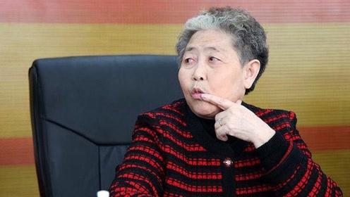 中国最富有的老婆婆,却酷爱豪车,拥有全国最厉害的车牌!