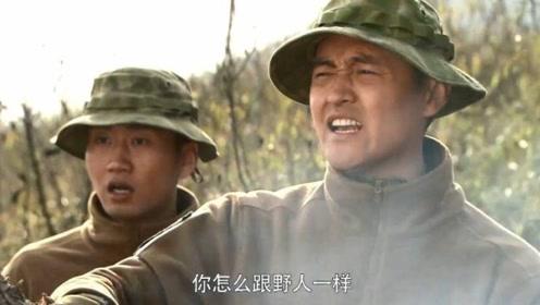 特种兵在野外烧烤,小伙就像个野人一样,拿起来就吃!
