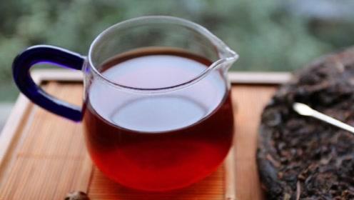 喝剩的茶水别倒掉,这个用途太棒了,一年能省不少钱,早学早受益