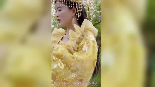 美女穿贵妃装唱女儿情,网友说:这么尴尬的头饰,是某宝买的吗?