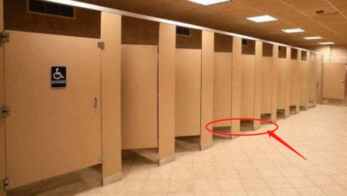 """为啥公厕下方都留有一条缝隙?原来是为""""她""""行方便,看完秒懂!"""