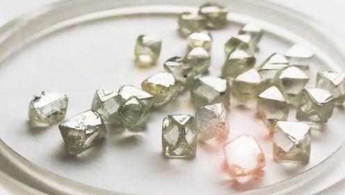 为什么有些钻石,在紫光灯下会发出明显的荧光?内行说出真相!