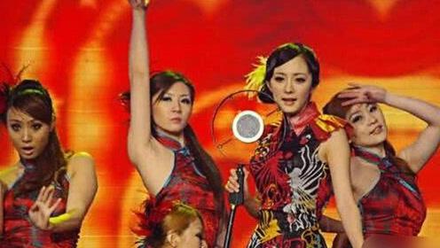 """杨幂早年舞台表演照曝光 """"夜上海""""画风实在太奇葩"""