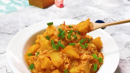 饭菜一锅烩,美味可口的番茄土豆烩饭,吃得超满足!