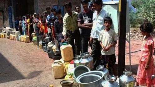 印度高温已经50度,鸡蛋直接太阳烤熟,当地人:避暑全靠喝水