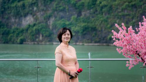 53岁央视主持人鞠萍近照,发福身材快速恢复气质佳