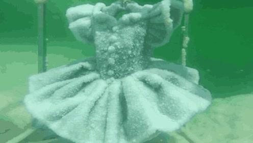 男子把一件衣服放入死海,2年之后捞上来,竟成了一件艺术品!