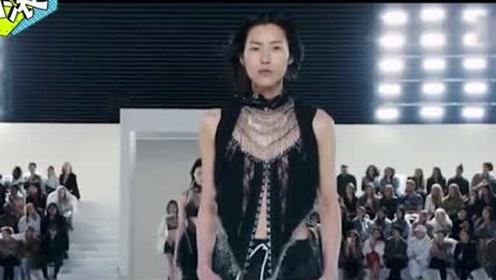 刘雯蘑菇头假发引热议,看完她的T台秀就知道什么才是真正的国模