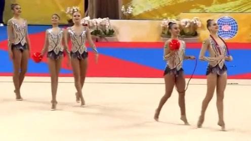 巴西队艺术体操全能表现,网友说:我只想化作赛场上的一颗球!