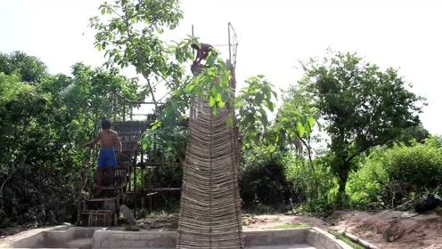 荒野求生:农村小哥深山里修建出私人大滑梯,这手艺真是太厉害了
