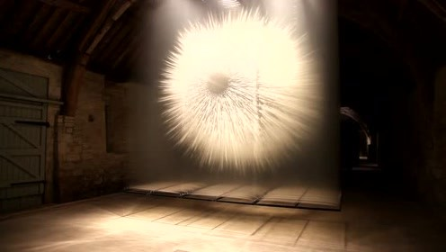 游离在二维与三维之间的视觉艺术装置