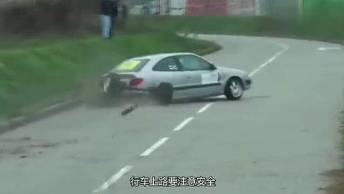 小轿车转弯过急,不想轮胎却没能跟上节奏,监控拍下尴尬全程!