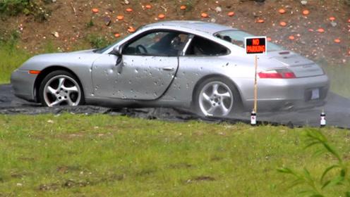土豪嫌弃保时捷911,直接用它当靶子,150万就这么糟蹋?
