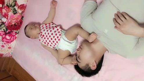 这就是爸爸哄孩子睡觉的场景,真是一言难尽啊,当妈的都知道