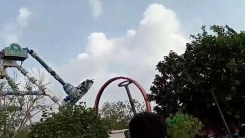 印度一游乐场大摆锤半空出故障,已致至少2死15伤