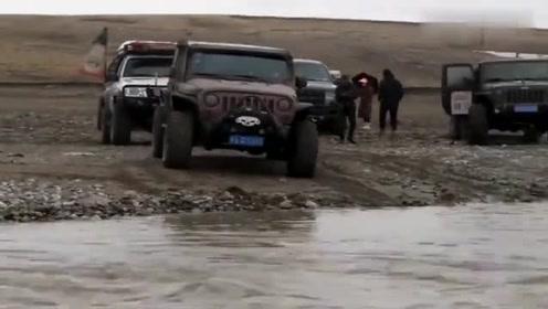 牧马人牵着BJ40过黄河!下水那一刻就是震撼的开始